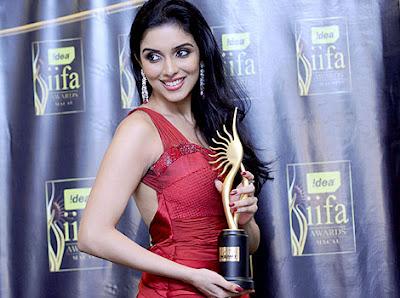 indian-bollywood-star-tamil-telugu-hot-heroine-desi-film-actress-mallu-babe-asin-singapore