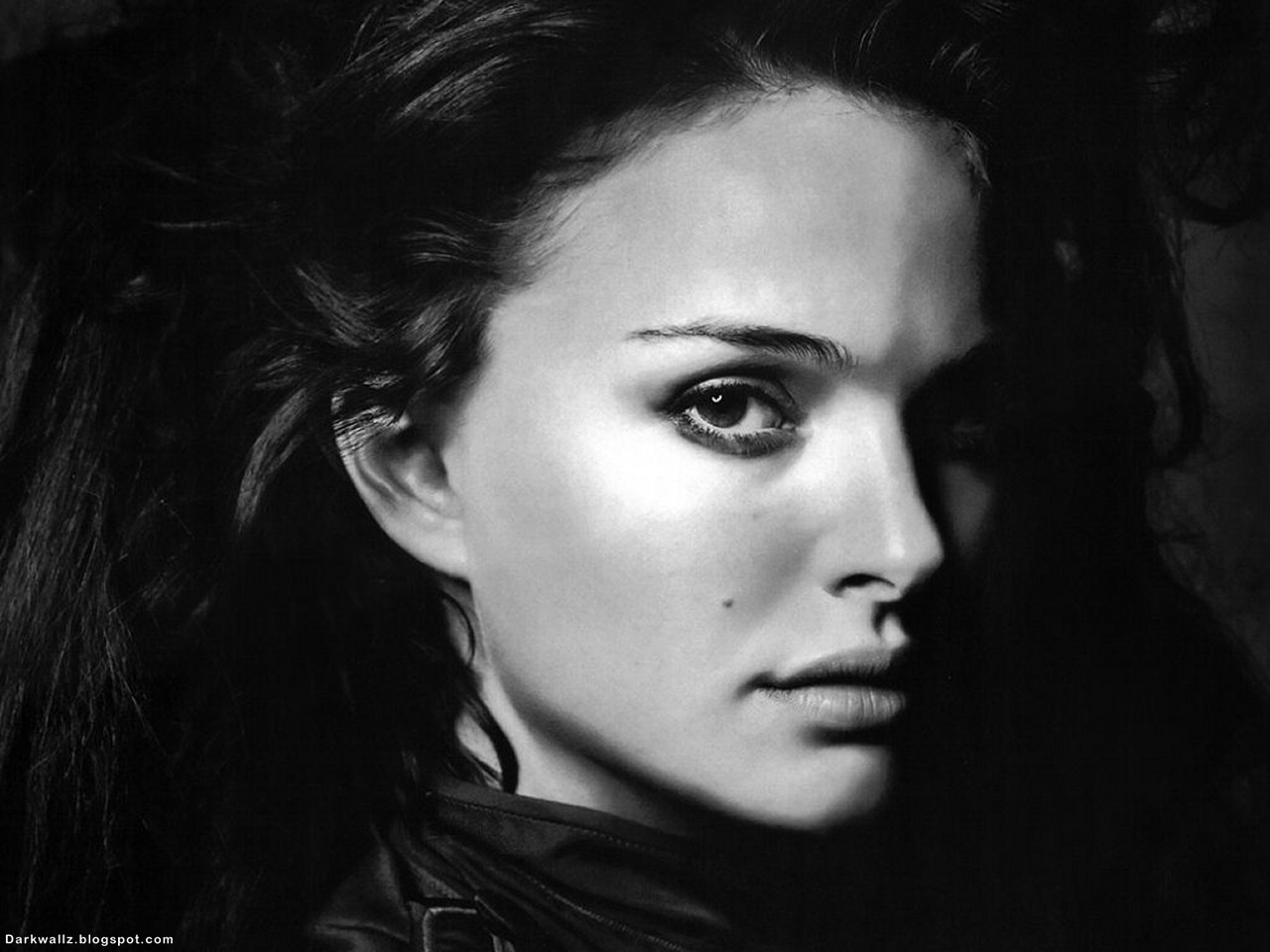 Natalie Portman | Dark Wallpaper Download