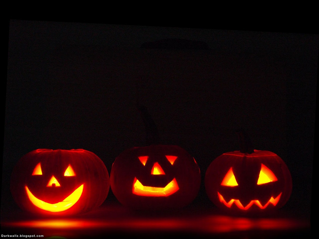 http://4.bp.blogspot.com/_-jo2ZCYhKaY/S4ajqWq2J5I/AAAAAAAAFyg/Jisls9AZ3lU/s1600/Halloween_Wallpapers_109%2B(darkwallz.blogspot.com).jpg