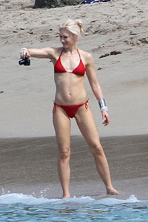 Gwen_Stefani_sexy_in_Bikini_Beach_St_Barth-006.jpg