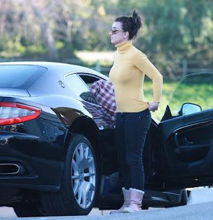 Le Maserati dei VIPssssss - Pagina 2 Britney+Spears+braless+@+Maserati+dealership+in+Calabasa3_4b75769239500