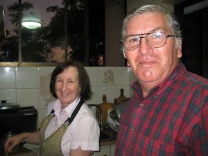 Mis padres en la cocina
