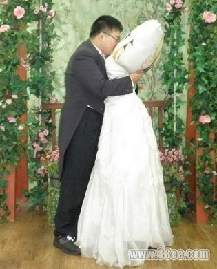 matrimonio shock in korea: un uomo sposa un cuscino