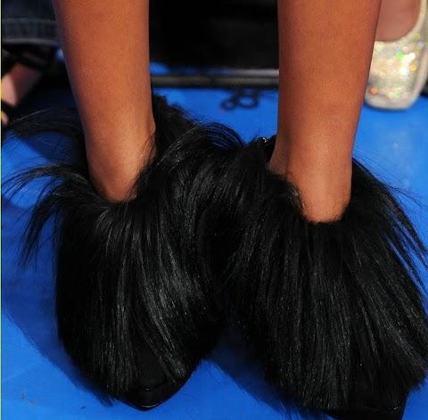 solange knowles e le scarpe pelose