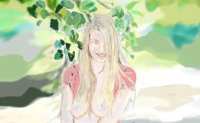 rostro de una mujer sonriendo bajo las hojas de un arbol