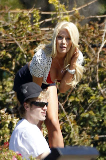 Heidi Montag  is hot and warm photoshoop