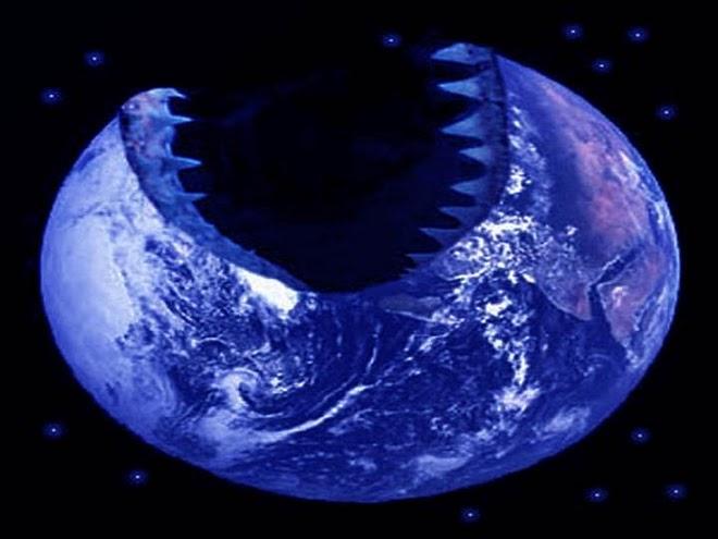 Lua com Dentes de Tubarão-8