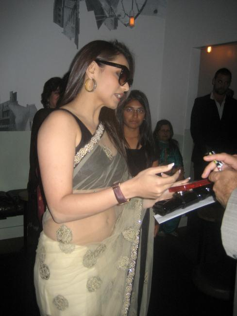Rani Mukherjee in Black Brassier and Tranparent Saree with Visibility