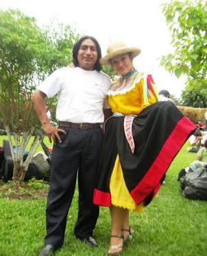 """Conductora de """"Encantos del Peru""""  Lesli Cabello"""
