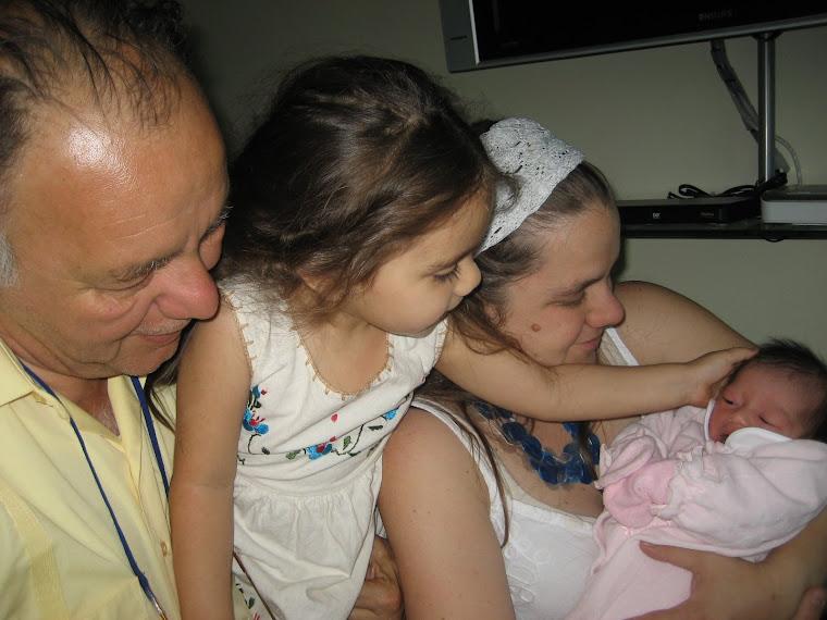 Abuelo, tía y prima con Elisa