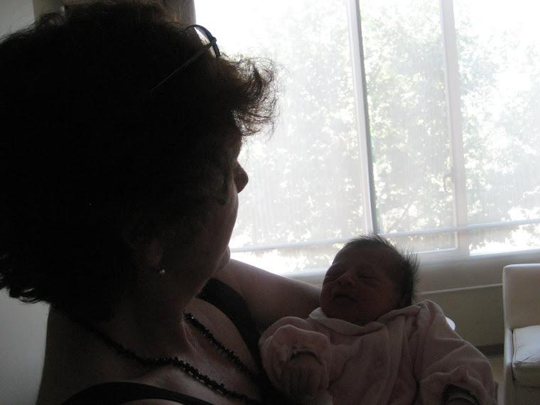 Abuelita Chezé con su 3ª nieta