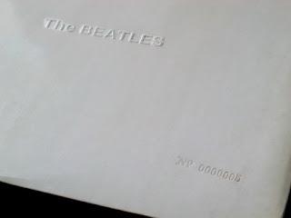Dizem que o álbum branco dos Beatles, lançado em 1968, foi uma homenagem as camisas barncas do SFC...