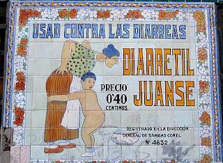 Azulejo anunciando Diarretil Juanse en la fachada de una farmacia de Madrid