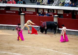 décimo descabello de Eugenio de Mora a su primero. necesitó once.