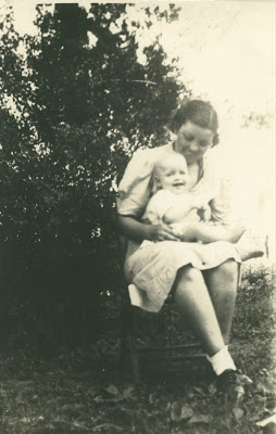 Minnie Shofner Tharp and Gordon Tharp as a baby