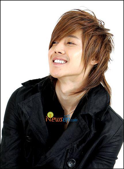 http://4.bp.blogspot.com/_-x7gqq9QJuA/TDavayucFLI/AAAAAAAALlA/glVA9TOimH0/s1600/Kim-Hyun-Joong.jpg