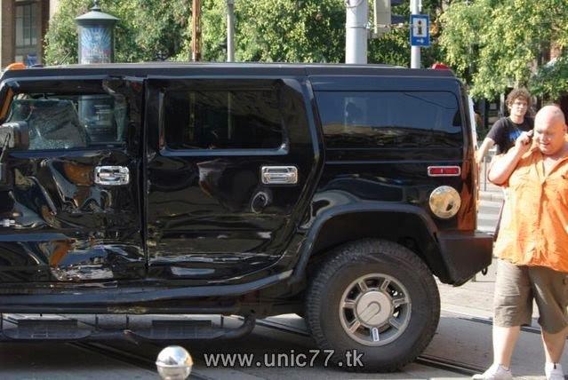http://4.bp.blogspot.com/_-x7gqq9QJuA/TH3CRc3D9yI/AAAAAAAAQwY/fKDDhzgsKR8/s1600/tramway_vs_hummer_09.jpg