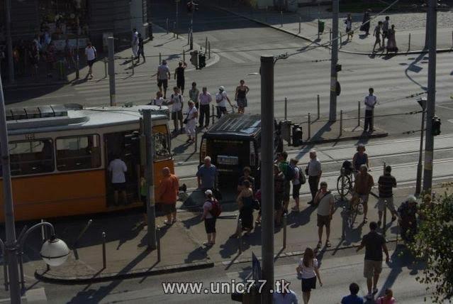 http://4.bp.blogspot.com/_-x7gqq9QJuA/TH3DkpHWRWI/AAAAAAAAQxI/hrtGbYbu2D8/s1600/tramway_vs_hummer_03.jpg