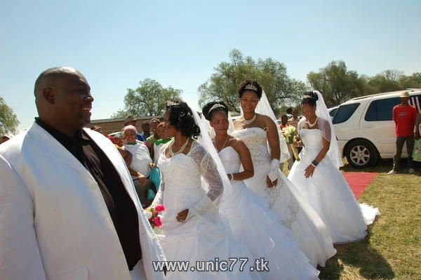 http://4.bp.blogspot.com/_-x7gqq9QJuA/TH9mKEeCZ3I/AAAAAAAARZo/3tk1svIIrJg/s1600/unusual_wedding_03.jpg