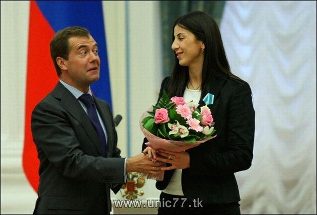 http://4.bp.blogspot.com/_-x7gqq9QJuA/TIBhn9hKnpI/AAAAAAAARig/6WQKhPhQRBM/s1600/russia_president_14.jpg