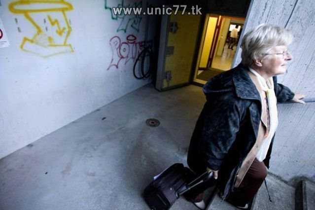 http://4.bp.blogspot.com/_-x7gqq9QJuA/TIYrenchGrI/AAAAAAAATVc/LhrpWuYbR9I/s1600/zero_star_hotel_20.jpg