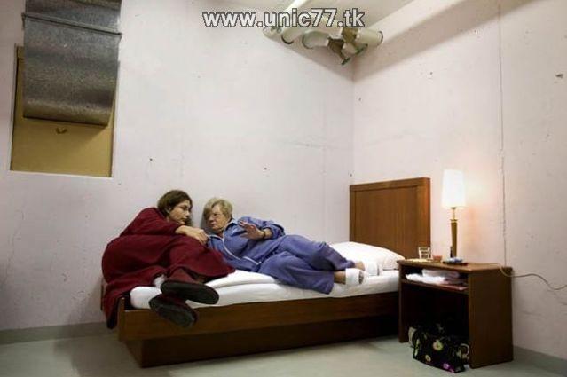 http://4.bp.blogspot.com/_-x7gqq9QJuA/TIYsDPWL8xI/AAAAAAAATW0/RxhbHnJSP5c/s1600/zero_star_hotel_09.jpg