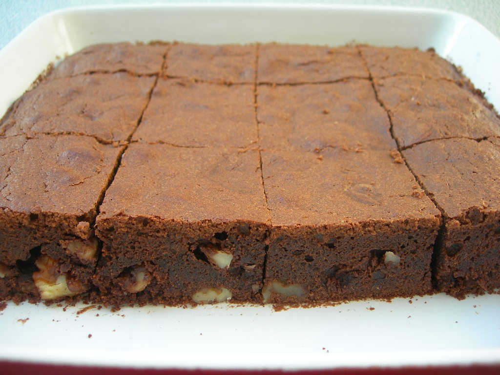 Emine Beder Çikolatalı Brownie Tarifi