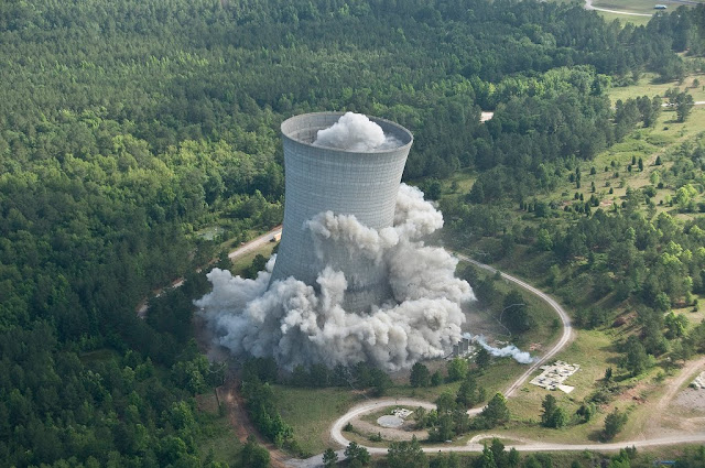 Cooling Tower Demolition : The colossal k cooling tower crashes kuriositas