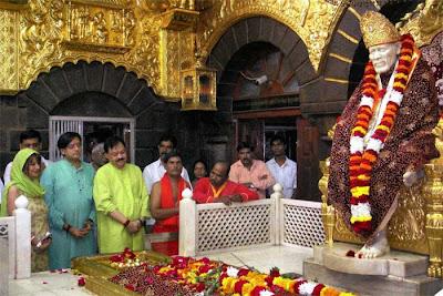 http://4.bp.blogspot.com/_036yF3LHHa0/TFf8xcyJtiI/AAAAAAAAGL0/L4D9H-4x9Ug/s1600/Shasi-Tharoor-and-wife+sunanda+pushkar+at+Shridi+Sai+Baba+Temple.jpg
