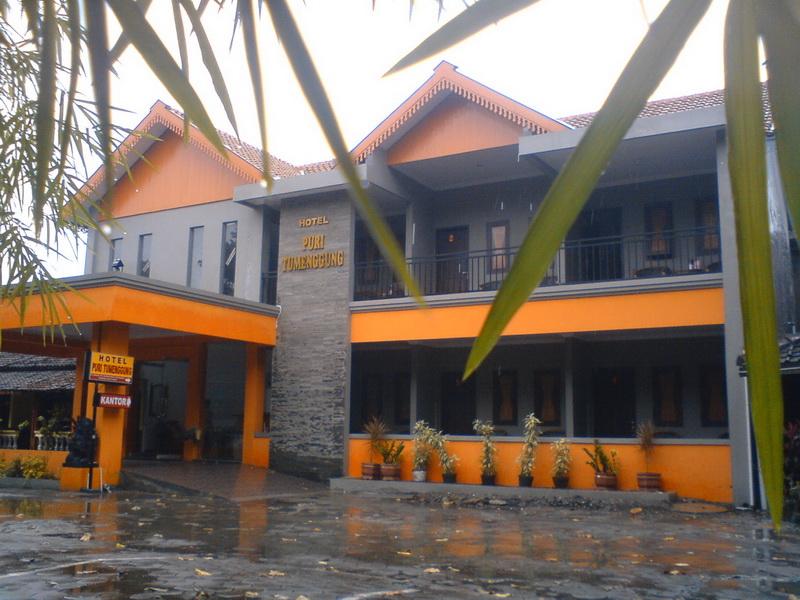 Hotel Ini Terletak Disebelah Dengan Puri Pangeran Halamannya Pun Menjadi Satu Kami Kira Merupakan Manajemen