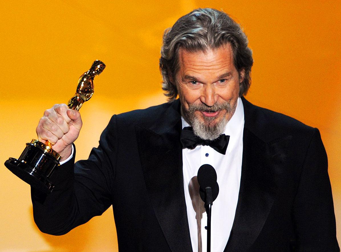 http://4.bp.blogspot.com/_04kZGR_ltmE/S5SptfQAFWI/AAAAAAAAGhU/KJ0iYpFAdr8/s1600/Jeff-Bridges-Best-Actor-Academy-Awards-2010.jpg