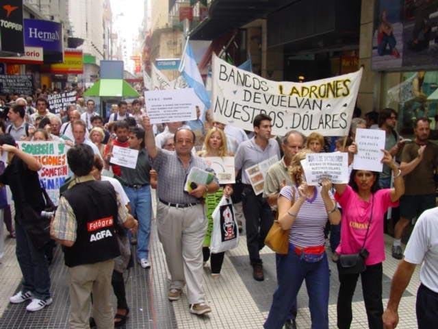 Impactantes fotos 19 y 20 de Diciembre  2001  en argentina