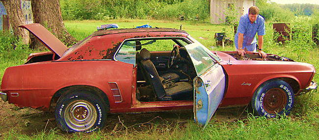 Inspecting The 500 1969 Mustang Barn Find