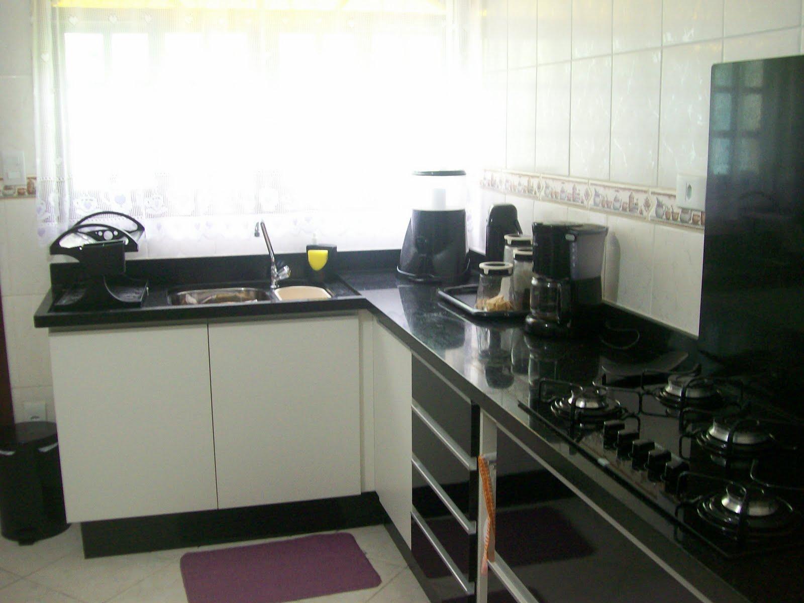 Casinha da Renatinha: Cozinha: Marceneiro ou Loja de Planejados???