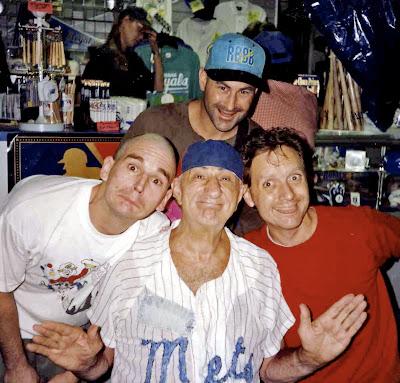 http://4.bp.blogspot.com/_0BEbMTrc3UQ/RpjLZcGcAfI/AAAAAAAABDM/_NeWJz57I0I/s400/Max_Patkin_07_w_3Clowns.jpg