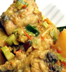 Fragrant Chicken Curry Manado Style (Ayam Tuturaga)
