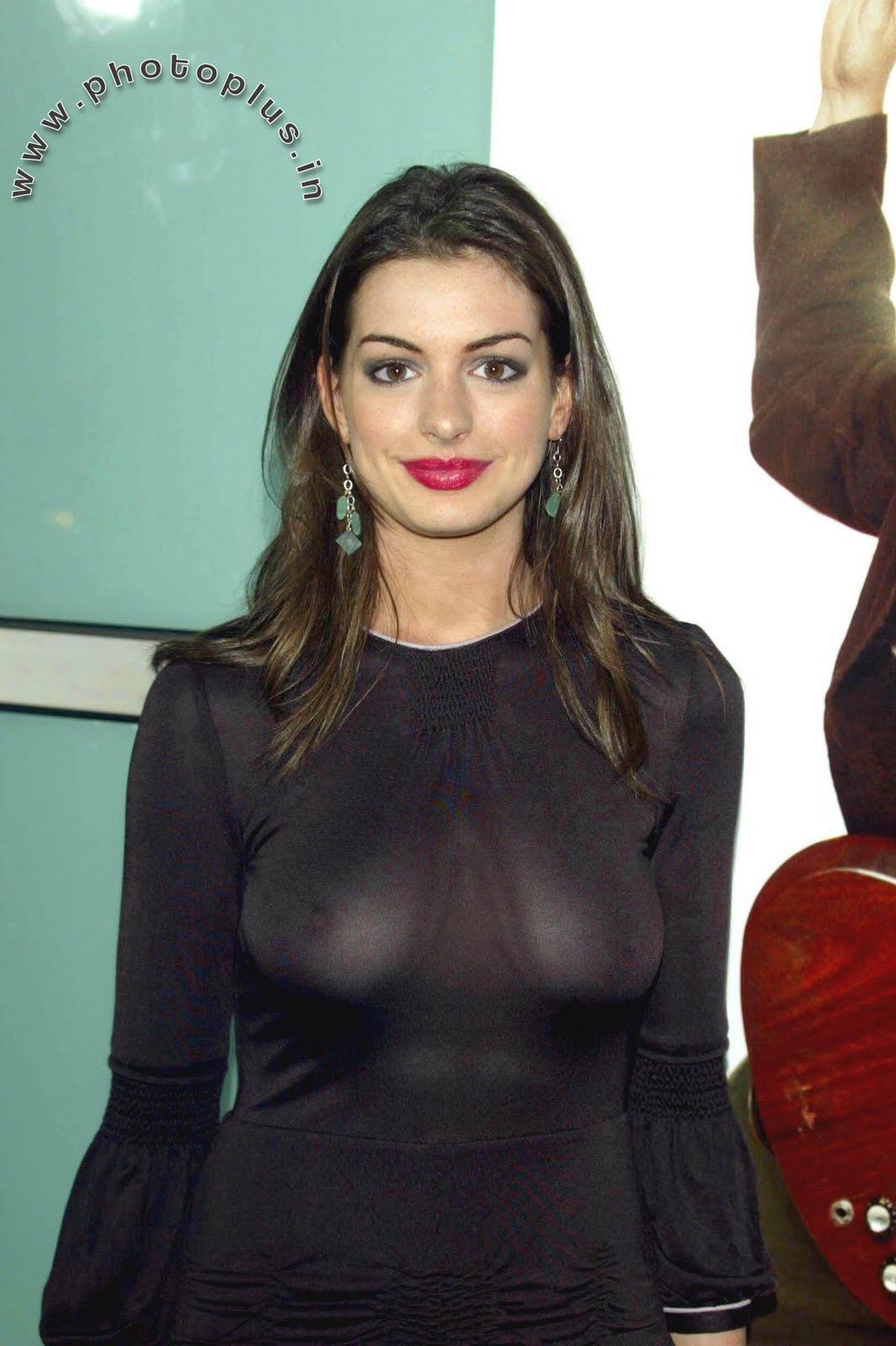 Anne Hathaway wants others to stare at her