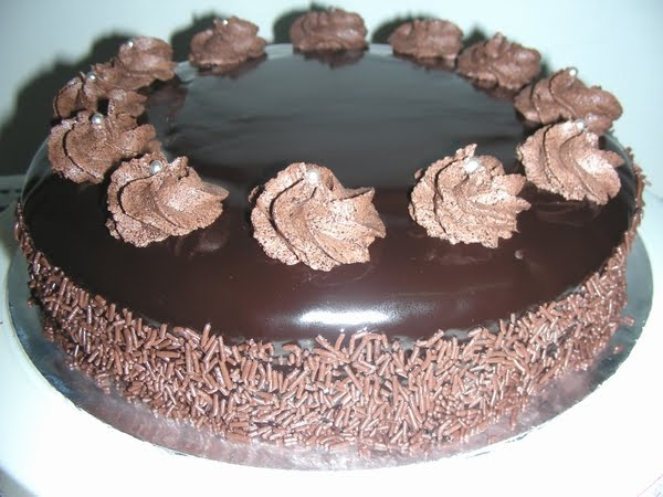 chocolate rum cake with chocolate rum ganache frosting moist chocolate ...