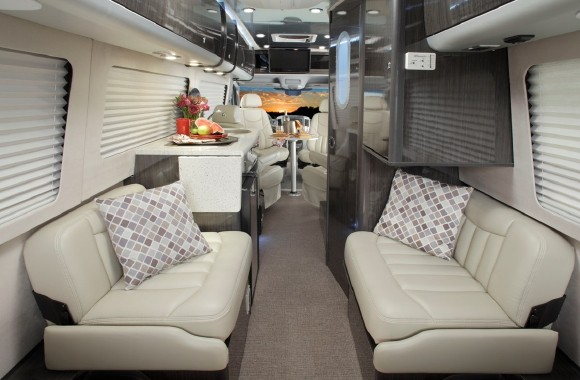 The 2011 Interstate 3500 Is Available In A Twin And Lounge Floor Plan Will Offer Two Stylish Exterior Colors Interior Decors