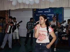 Aluna da Escola- SARA ,  Cantando um Hino Evangelico
