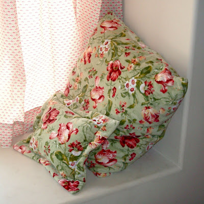 The Easiest, Softest, Cheapest Floor Pillows Ever via lilblueboo.com