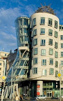 Cet immeuble dansant construit à Prague par Frank Gehry a été surnommé FRED ET GINGER