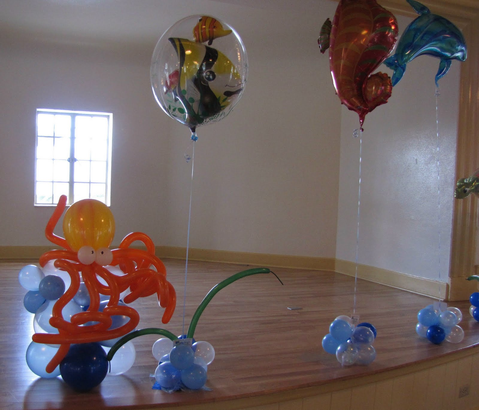 Party people event decorating company mayfair lakeland for Balloon decoration companies