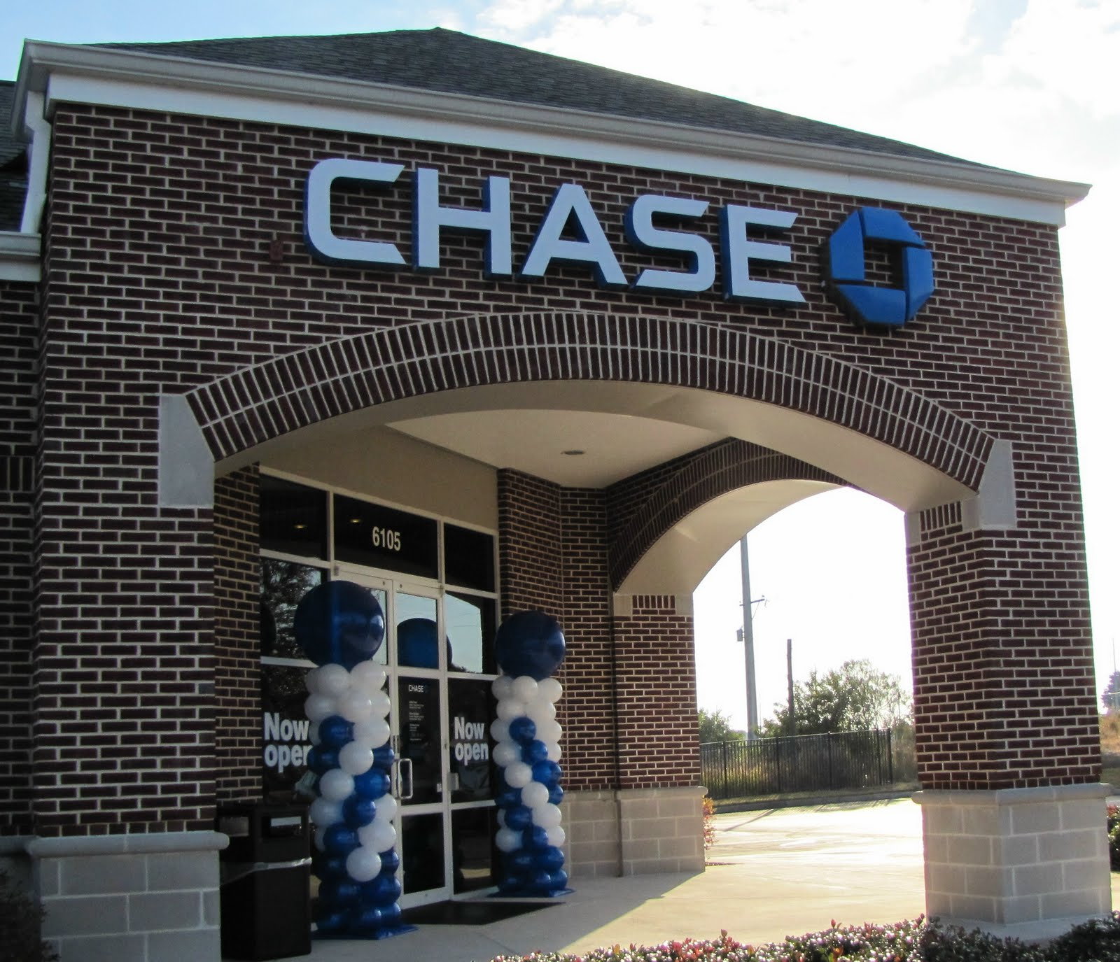 Purchase tickets with your Chase card! Chase Lounge Created for our loyal Chase customers, the Chase Lounge offers complimentary food, soft drinks and other benefits before select concerts. Customers can access by registering for upcoming events at shopnew-l4xmtyae.tk *You must purchase a show ticket separately to gain entry.