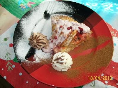 Articole culinare : Tarta de mere cu sos dulce acrisor de coacaze