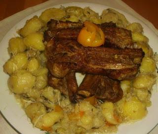 Articole culinare : Coaste de Porc si cartofi la cuptor
