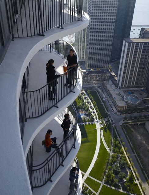 Aqua Tower Balcony, Studio Gang Architects
