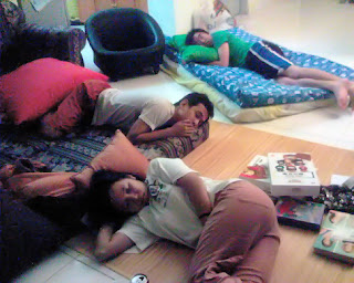Sistahs tidur dengan nyenyak... check out the Bibik's dvds on the floor!
