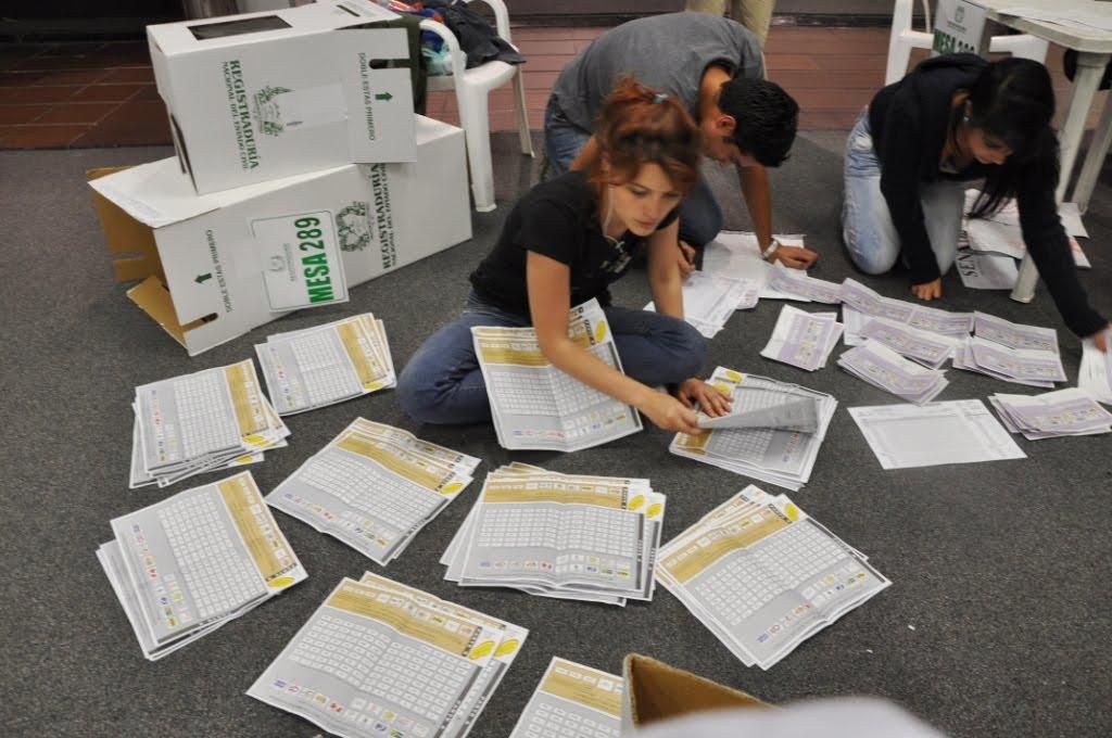 Resultado de imagen para URNAS DE VOTANTES EN COLOMBIA