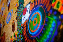 ângulos, traços e cores que carregam alegria... Rettamozzo